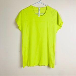 (Lululemon) Neon Yellow Netted Short Sleeve top